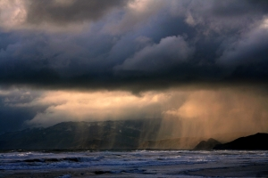 Rain_ot_ocean_beach,by BrockenInaglory, Creative-commons-share-alike