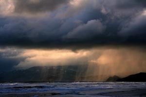 Rain_ot_ocean_beach,by BrockenInaglory, Creative-commons-share-alike